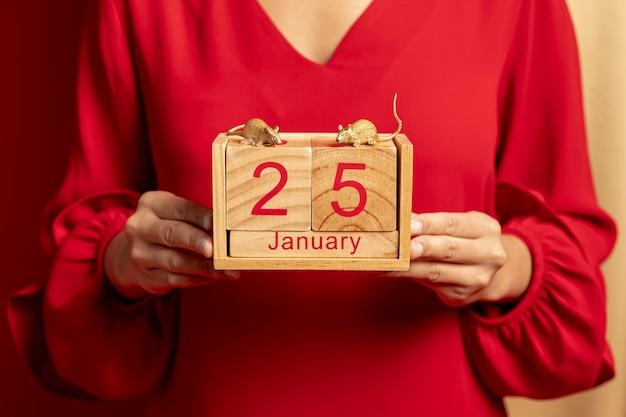 Close-up van kalender met datum voor chinees nieuw jaar Gratis Foto