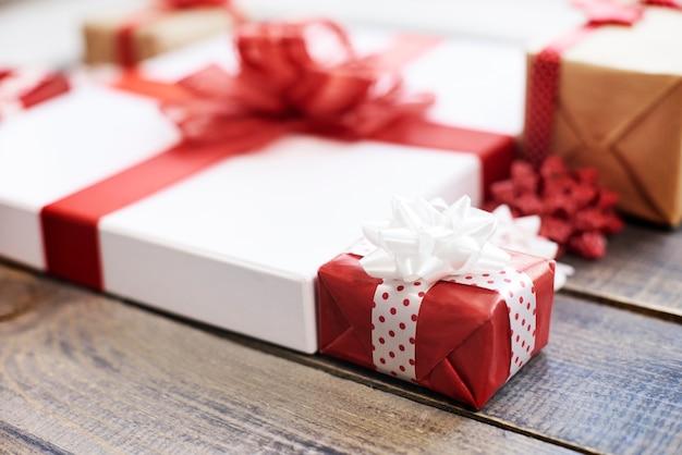Close-up van kleurrijke cadeautjes Gratis Foto