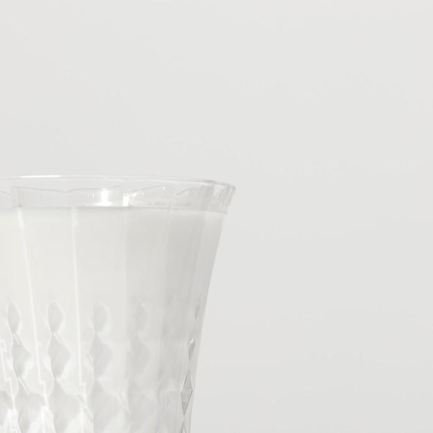 Close-up van melkglas met exemplaarruimte Gratis Foto