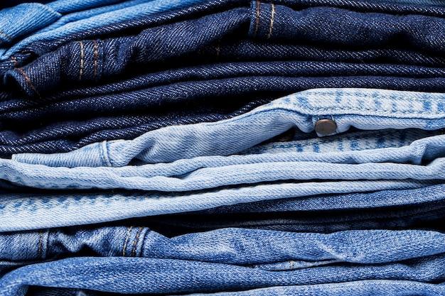 Close-up van stapel jeans Gratis Foto