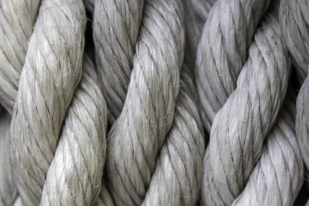 Close-up van witte kabels onder de lichten Gratis Foto