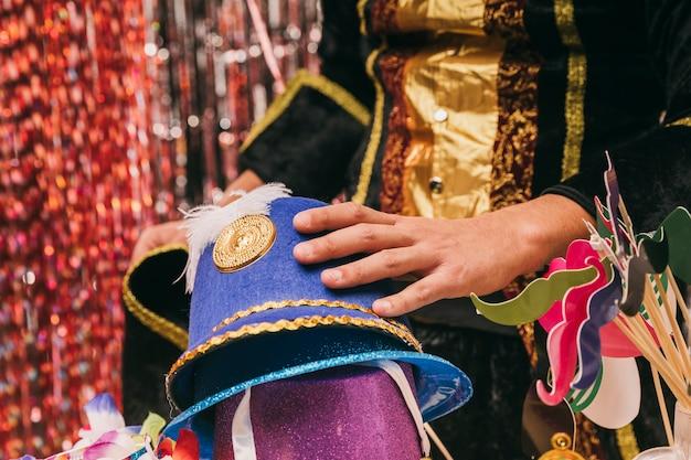 Close-up verscheidenheid aan hoeden voor carnaval feest Gratis Foto
