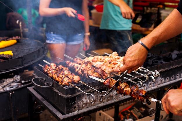 Close-upbarbecue met vers vlees Gratis Foto