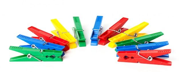 Close-upbeeld van kleurrijke wasknijpers Gratis Foto