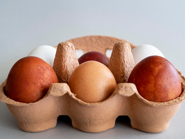 Close-upbekisting met eieren Gratis Foto