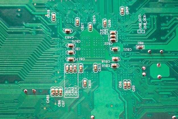 Close-upmicroschakeling, groen pc-moederbord, moderne technologieën Premium Foto