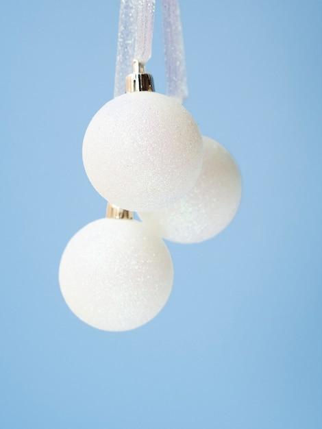 Close-upreeks kerstmisballen Gratis Foto