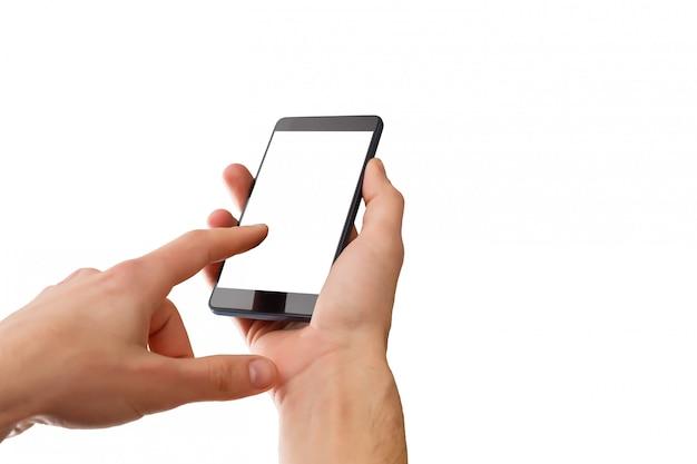 Close-upschot van een vrouw die op mobiele telefoon typen die op witte achtergrond wordt geïsoleerd Premium Foto