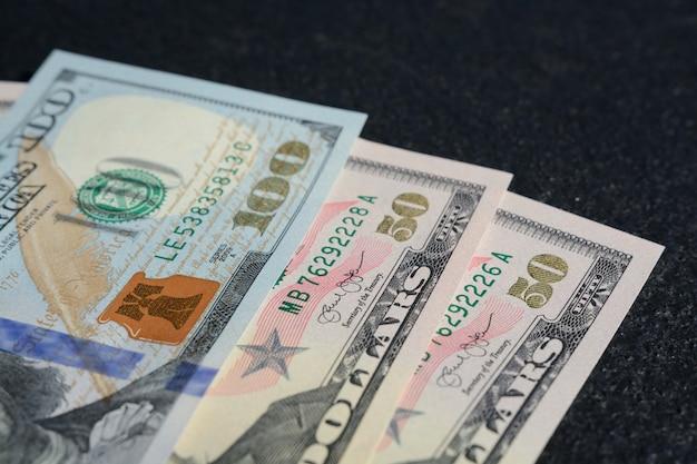 Close-upschot van honderd twee vijftien dollars van verenigde staten Gratis Foto