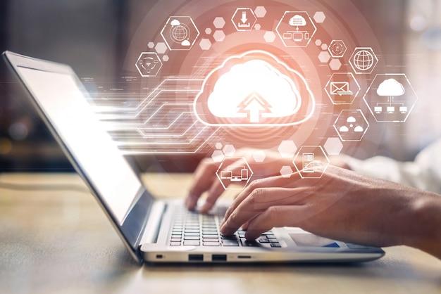 Cloud computing-technologie en online gegevensopslag voor bedrijfsnetwerkconcept. Premium Foto