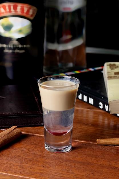 Cocktail met baileys ierse roomlikeur Gratis Foto