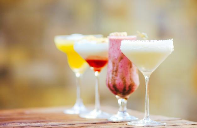 Cocktails in het restaurant. Premium Foto