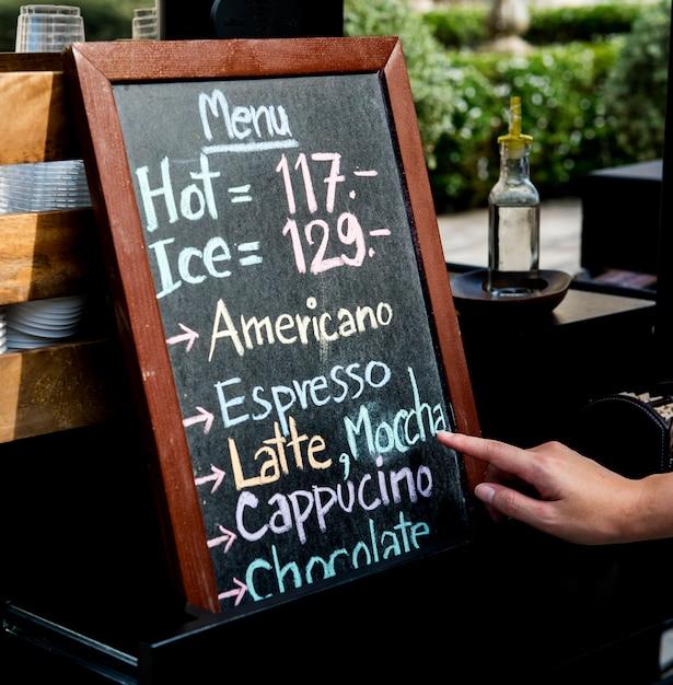Coffee cafe drinks beverage menu op chalk board Gratis Foto