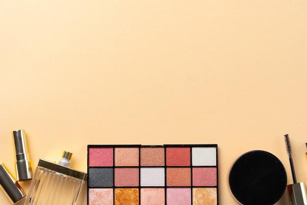 Collectie van cosmetica voor make-up artiest. detailopname Premium Foto