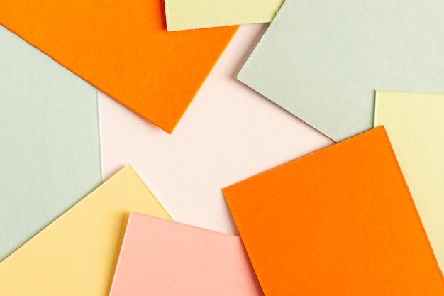 Collectie van kleurrijke kartonnen vellen Gratis Foto
