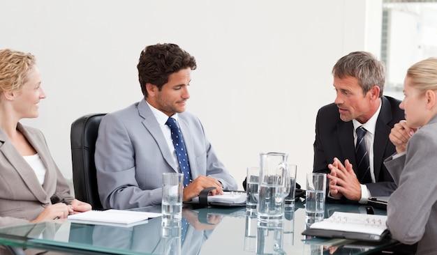 Collega's tijdens een vergadering Premium Foto