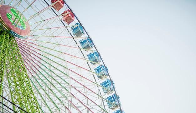 Colouful reuzenrad met lage hoek Gratis Foto