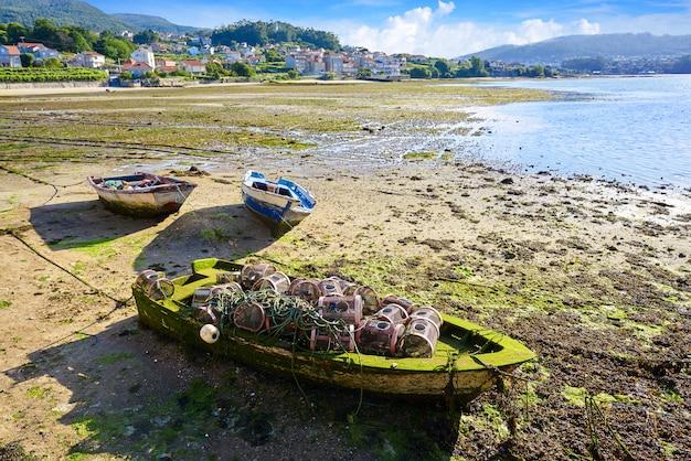 Combarro-uitrusting van de vissersboot in pontevedra Premium Foto