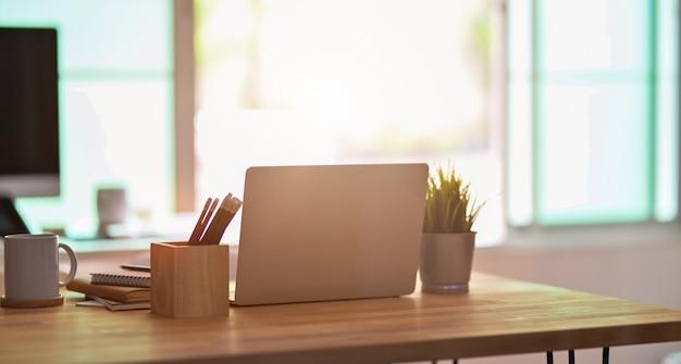 Comfortabele freelancer werkruimte Premium Foto