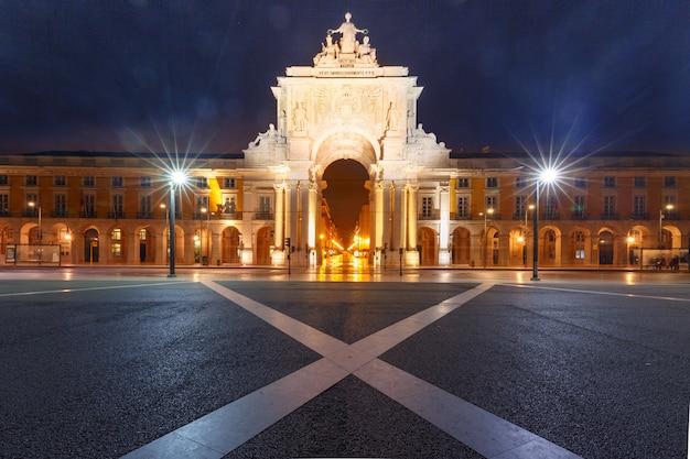 Commerce square 's nachts in lissabon, portugal Premium Foto