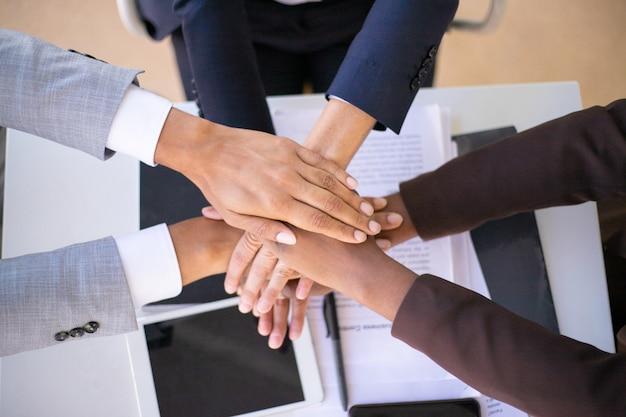 Commercieel team dat eenheid toont Gratis Foto