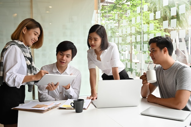 Communicatie van jonge ondernemers Premium Foto