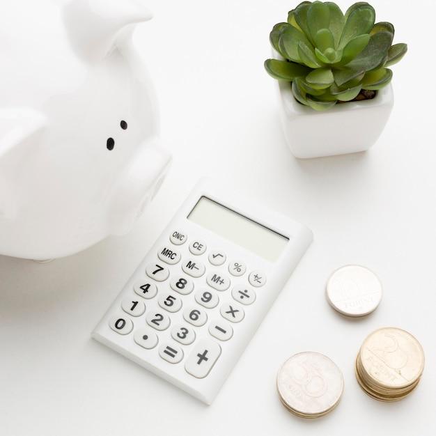 Concept economie met spaarvarkenclose-up Premium Foto