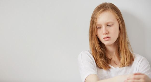 Concept tiener depressie en isolatie Gratis Foto