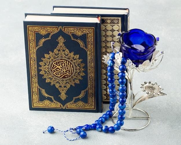 Concept van het close-up het islamitische nieuwe jaar met koranboek Gratis Foto
