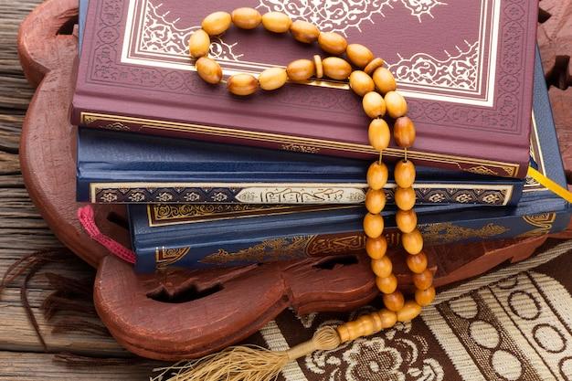 Concept van het close-up het islamitische nieuwe jaar met misbaha Premium Foto