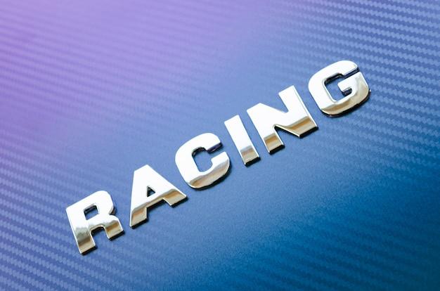 Concept van sport, snelheid, racen. letters op koolstofvezel achtergrond Premium Foto