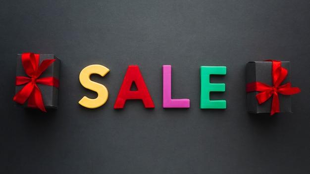 Concept van verkoop met cadeautjes Gratis Foto