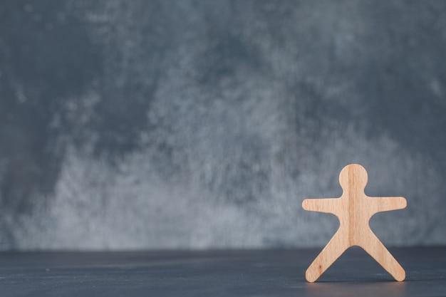 Conceptueel van zaken en werkgelegenheid. met houten menselijke figuur. Gratis Foto