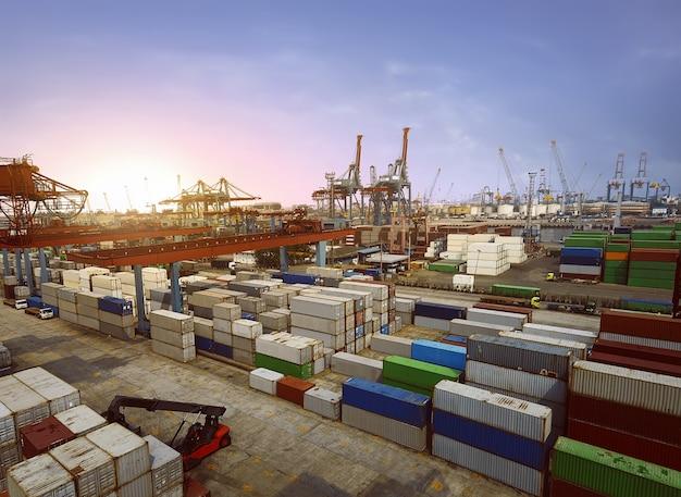 Containerterminal Premium Foto