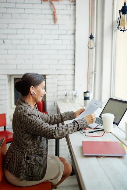 Contract lezen Gratis Foto