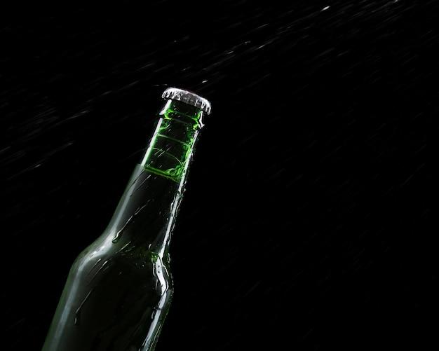Copy-space flesje bier Gratis Foto