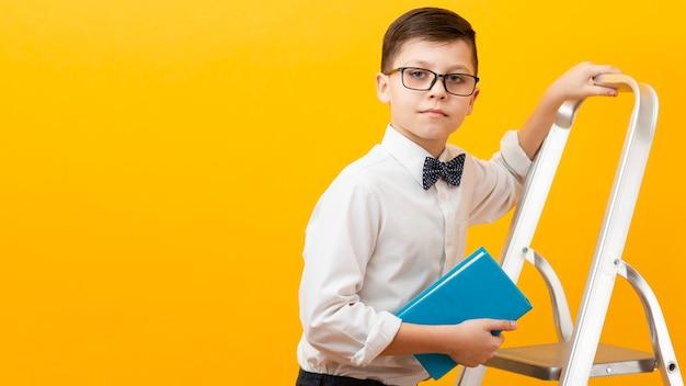 Copy-space jongen bedrijf boek Gratis Foto