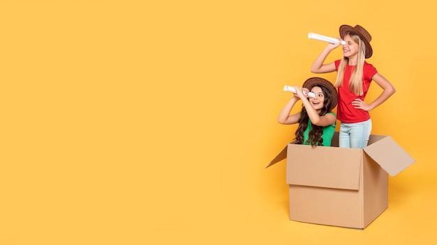 Copy-space meisjes spelen vlieger Gratis Foto
