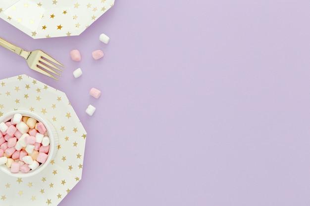 Copy-space snoepjes voor verjaardagsfeestje Gratis Foto