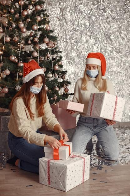 Coronavirus en kerstconcept. Gratis Foto