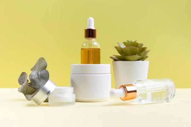 Cosmetica samenstelling met serumflessen Gratis Foto