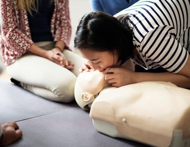 Cpr eerste hulp training klasse Premium Foto