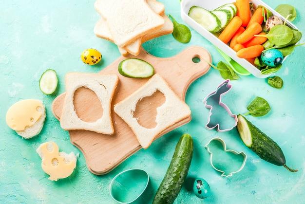 Creatieve kinderontbijtlunchbox voor pasen Premium Foto