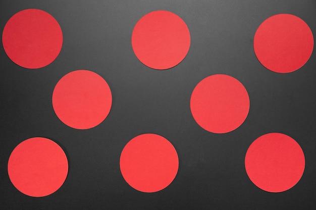 Creatieve zwarte vrijdagsamenstelling met rode cirkels Gratis Foto