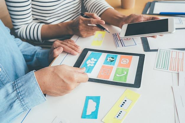 Creative web designer planningsapplicatie en ontwikkeling van sjabloonlay-out Premium Foto