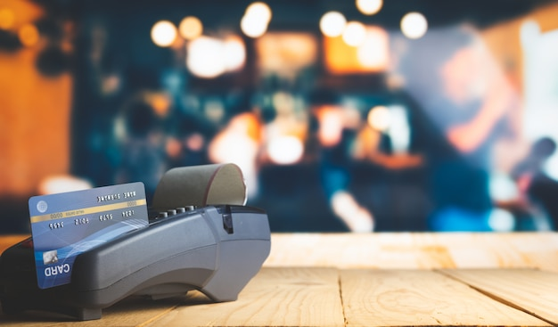 Creditcardbetaling, kopen en verkopen van producten en service Premium Foto