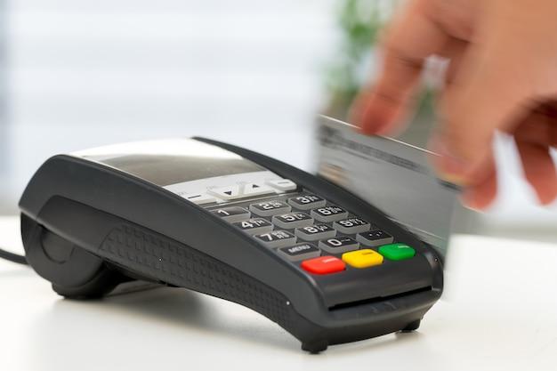 Creditcardmachine, betaling voor online winkelen Premium Foto