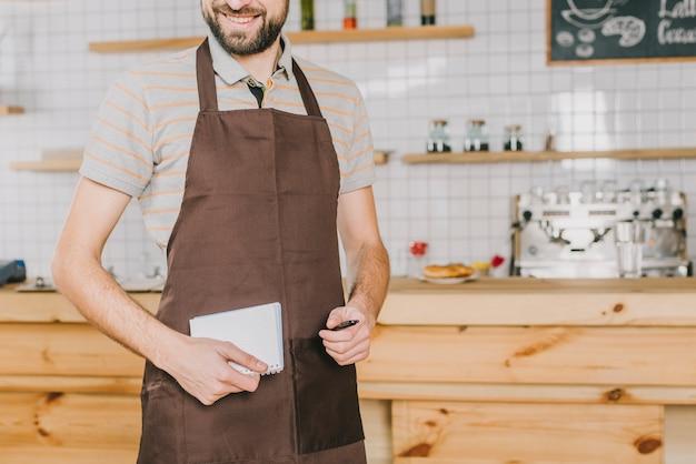 Crop ober met een notebook Gratis Foto