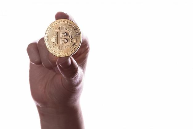 Crypto valuta munt bitcoin in de hand Premium Foto