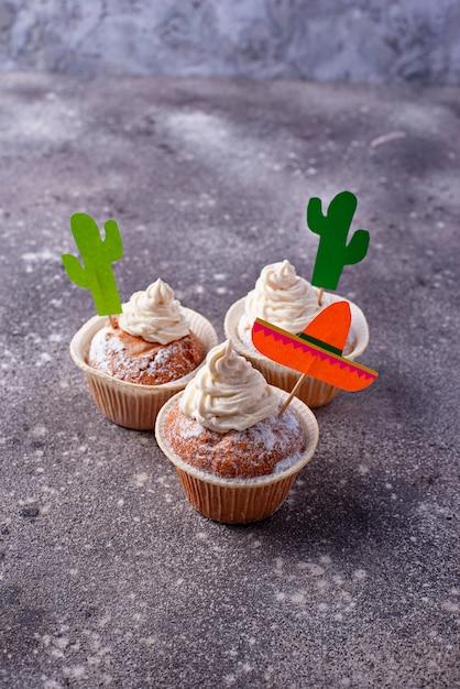 Cupcakes voor het vieren van de mexicaanse feestfeesten Premium Foto